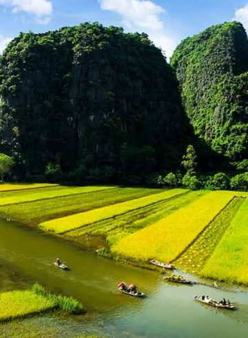 Tam Coc river in Ninh Binh
