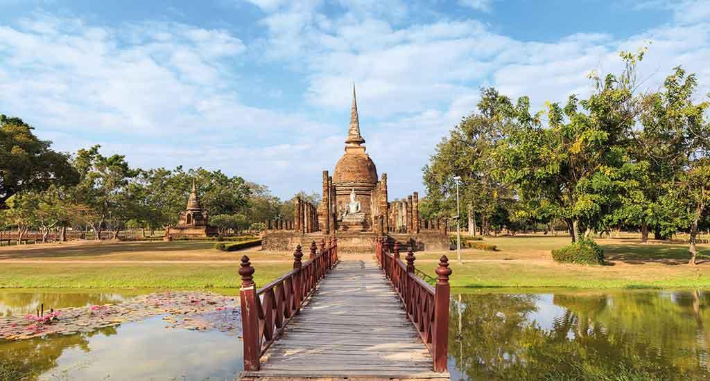 Wat Sa Si Temple in Sukhothai