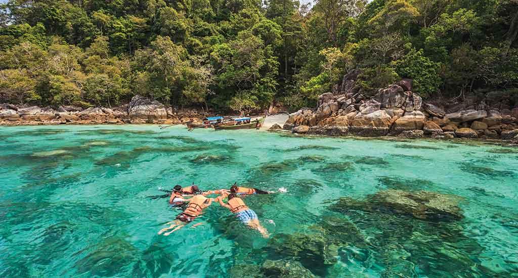 Snorkel diving at Koh Lipe