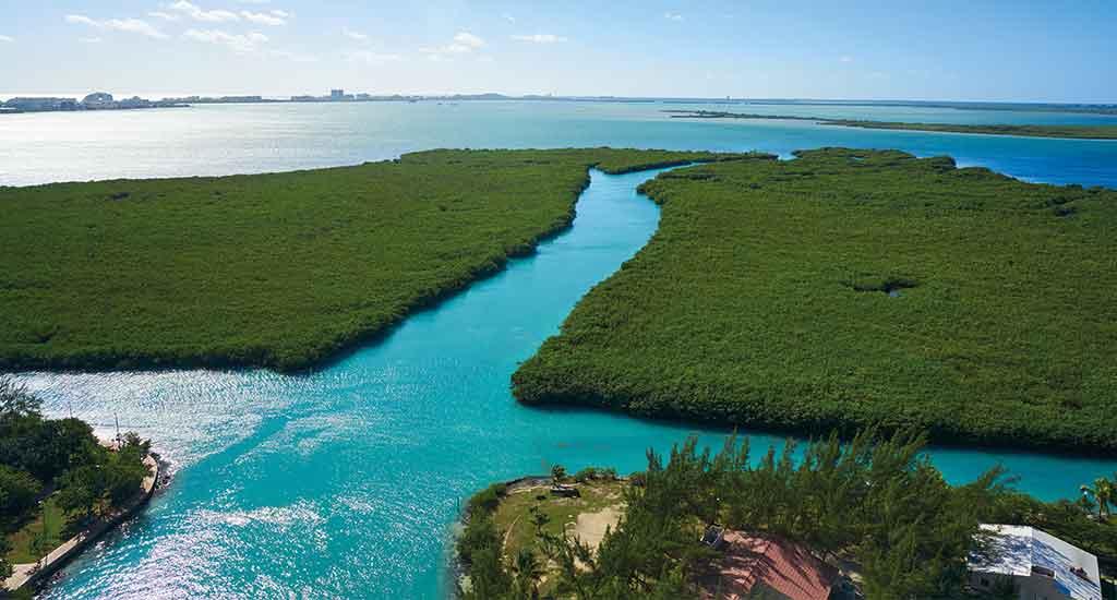 Nichupte Lagoon in Cancun Mexico